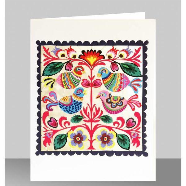 Pájaros del arte popular en una tarjeta de corte láser cuadrada
