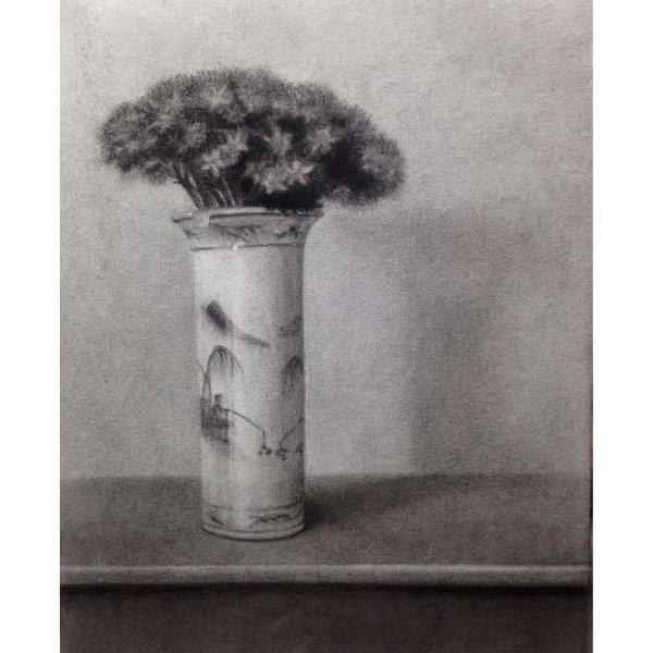 Sedum en una olla azul y blanca - carbón enmarcado 028