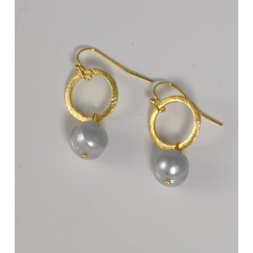 Ladies Who Lunch Gold etched ring  pearl drop earring  044
