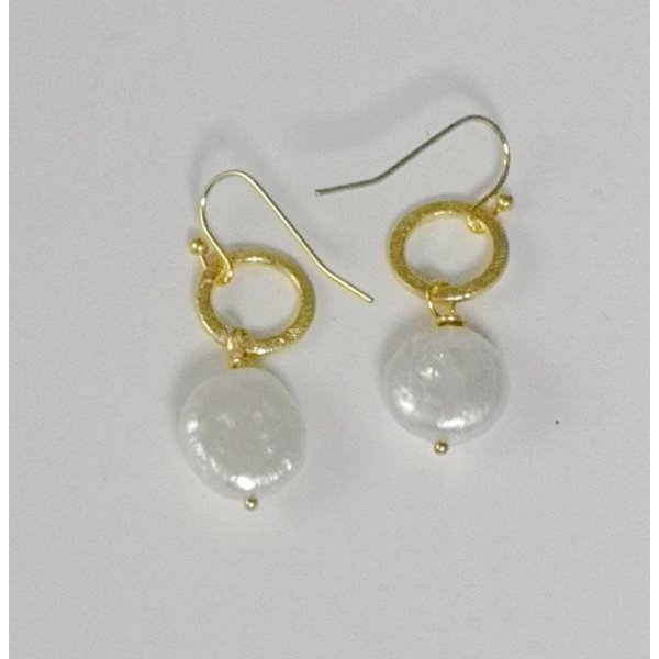Gold hoop and flat pearl drop earring 056