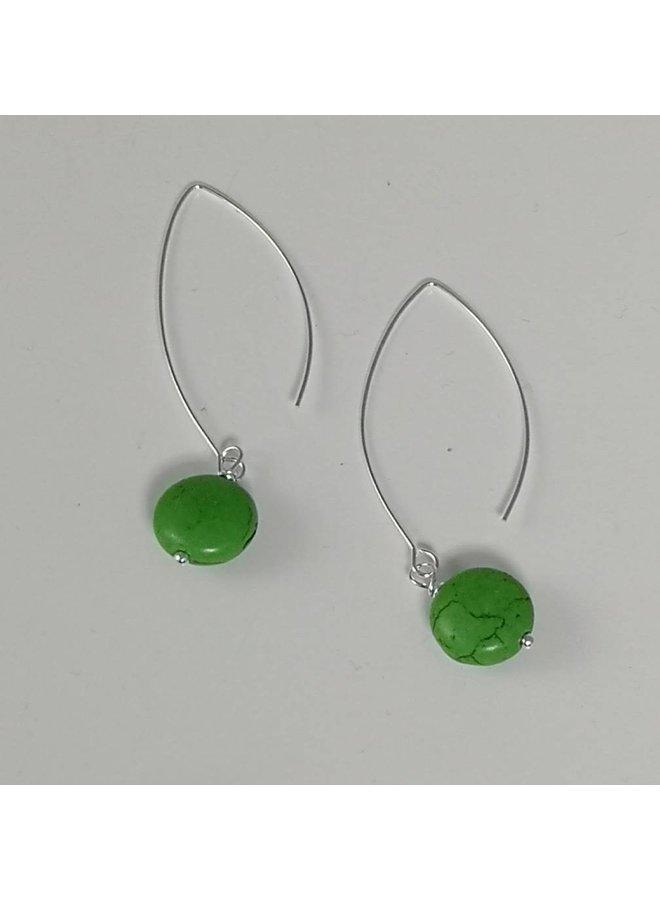 Langer Tropfenohrring aus Silber mit grünem Howlith 050