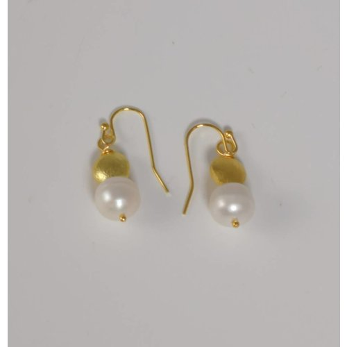 Ladies Who Lunch Gold and white pearl drop earring 054