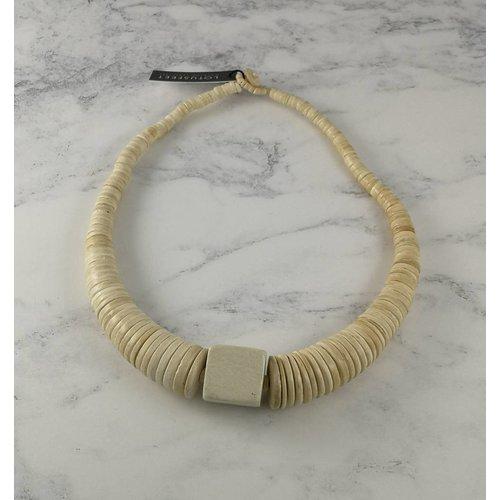 Lotus Feet Cremekreis und quadratische Coco-Halskette 063