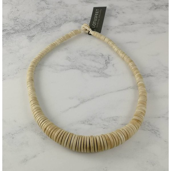 Cream Graduated coco disc necklace 057