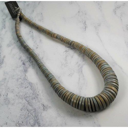 Lotus Feet Disc abgestufte hellgraue Halskette 036