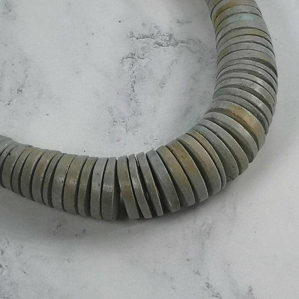 Disc abgestufte hellgraue Halskette 036