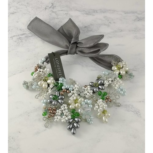 Lotus Feet Krawattenhalskette 051 aus grünem, grauem Kristall