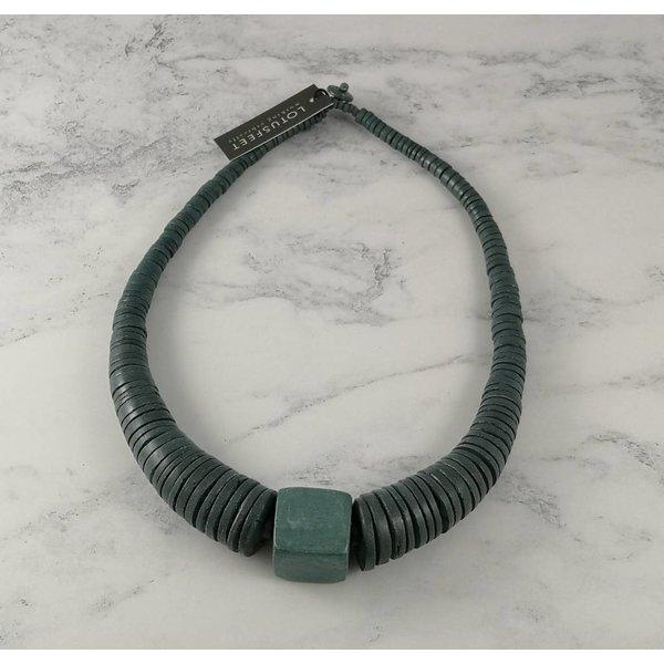 Círculo gris claro y collar de coco cuadrado 065