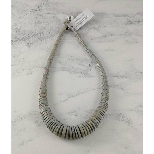 Lotus Feet Hellgrau Graduierte Kokosscheiben-Halskette 056