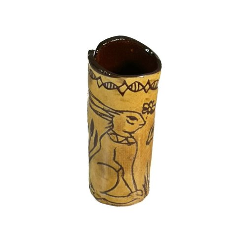 Glandwyryd Ceramics Sitzhasen mit Biene Slipware Vase 007