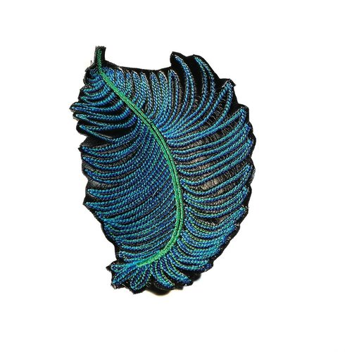 Laura Marriott Feather dk. blue embroidered brooch boxed 002