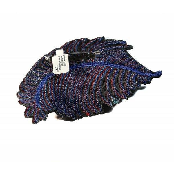 Pluma morada bordada broche en caja 003