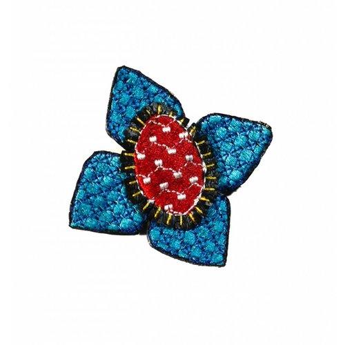 Laura Marriott Ikat lt. blaue Blume bestickte Brosche Box 010