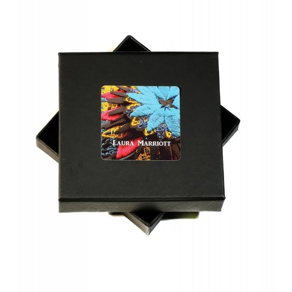 Ikat lt. blaue Blume bestickte Brosche Box 010