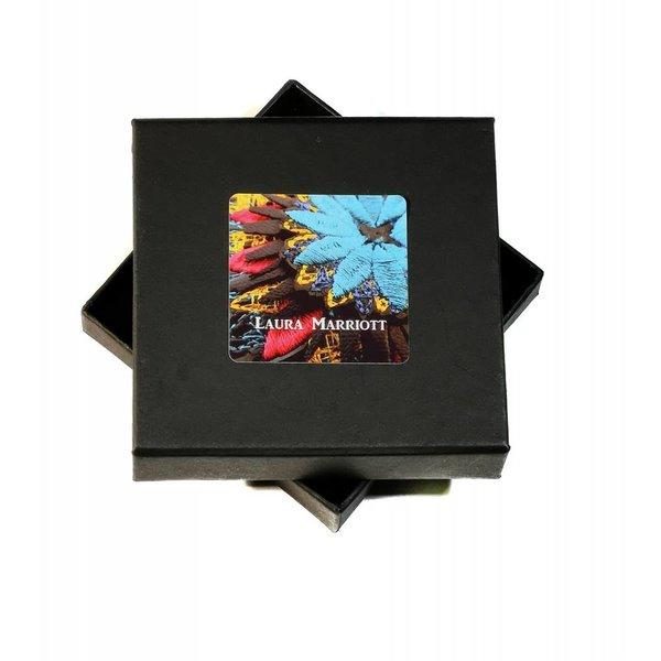 Broche bordado flor de naranja Ikat en caja 012