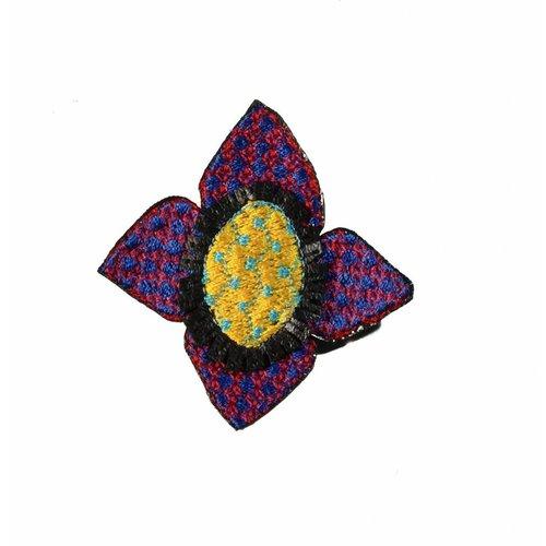 Laura Marriott Broche bordado flor morada Ikat en caja 008