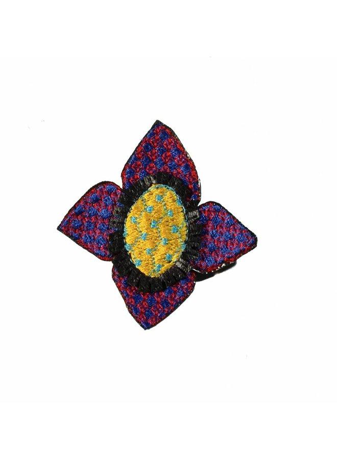 Ikat lila Blume gestickte Brosche 008