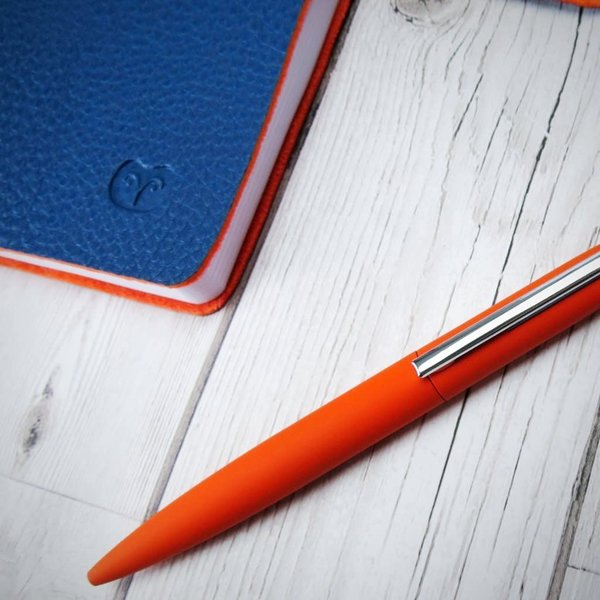 Twist action ball pen vegan orange 015