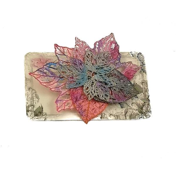 Broche bordado de racimo de hojas Broche en tarjeta 021