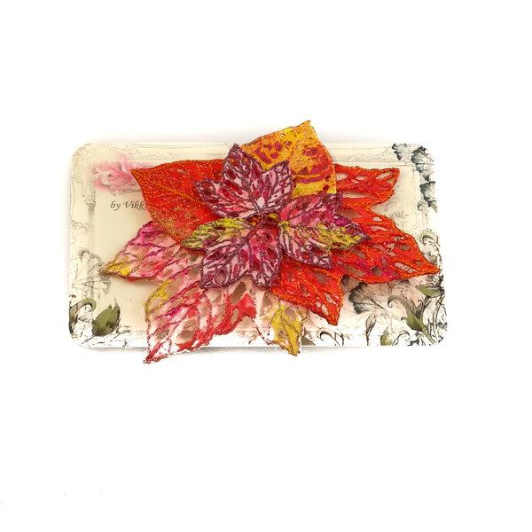 Broche bordado en racimo de hojas Broche en tarjeta 022
