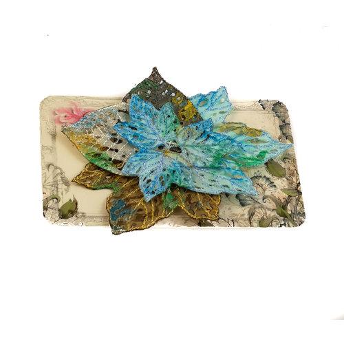 Vikki Lafford Garside Broche bordado de racimo de hojas Broche en tarjeta 023