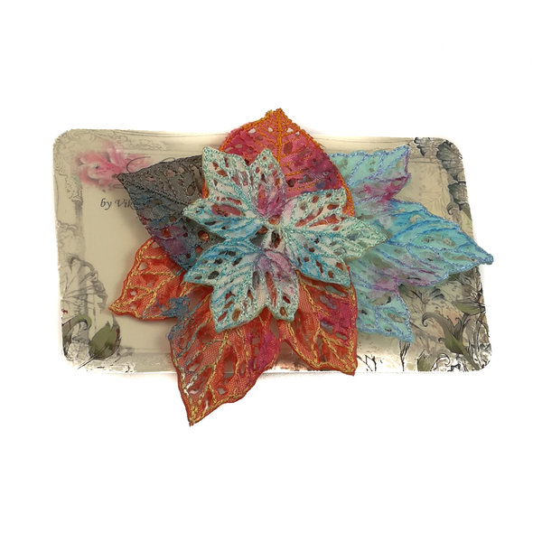 Broche bordado de racimo de hojas Broche en tarjeta 025