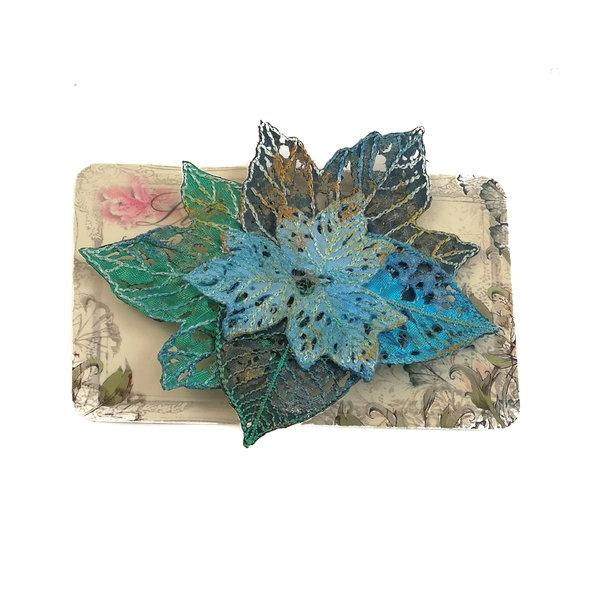 Broche bordado de racimo de hojas Broche en tarjeta 026