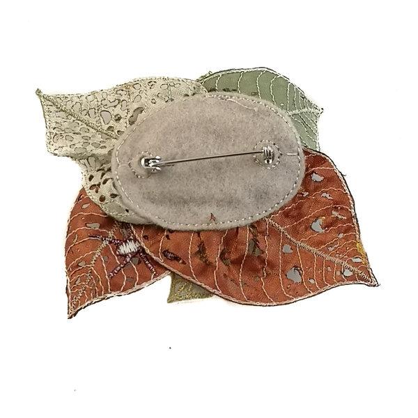 Espeluznante hoja de cralies bordada broche en caja 053