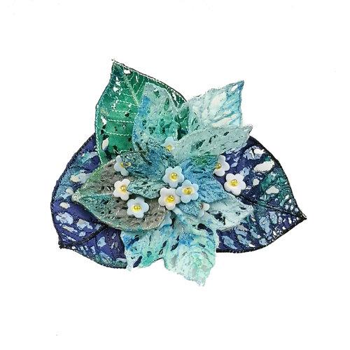 Vikki Lafford Garside Broche bordado en nomeolvides en caja 051