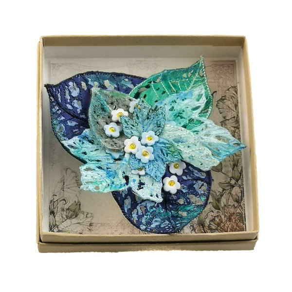 Foget-me-not embroidered brooch boxed 051