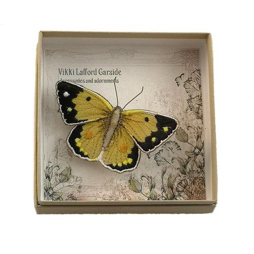Vikki Lafford Garside Mariposa amarilla nublada bordada en caja broche 055