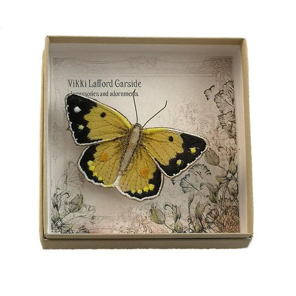 Mariposa amarilla nublada bordada en caja broche 055