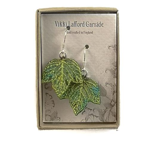 Vikki Lafford Garside Pendientes bordados hoja pequeña verde 068