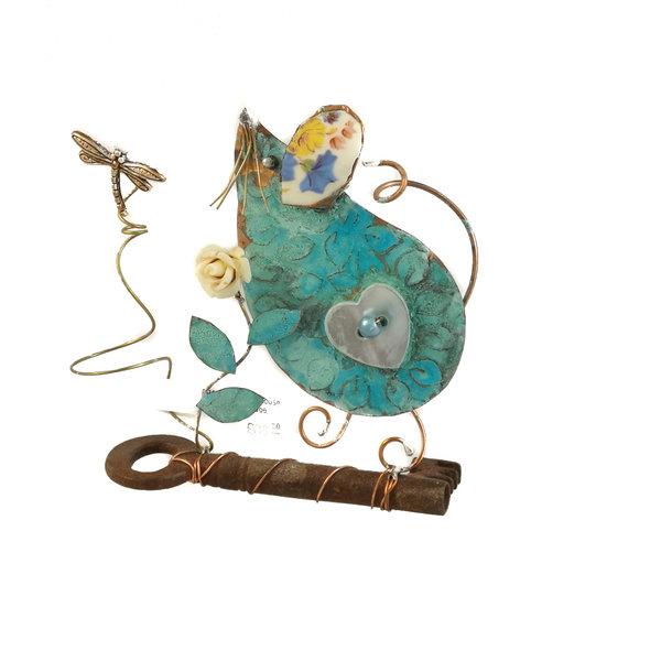 Ratón pequeño sobre ensamblaje de llaves