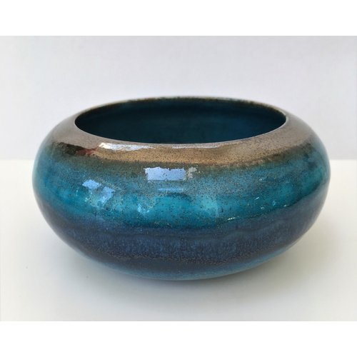 Gabi Komar-Dixon Smooth Waves  wheel thrown  large earthenware bowl 03