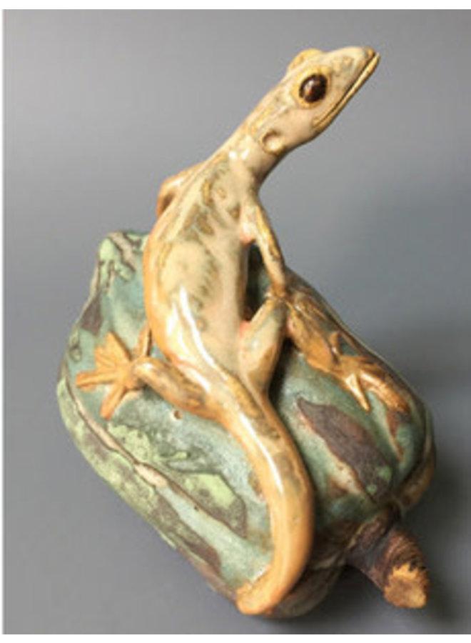 Small Lizard on Gourd - ceramic 04