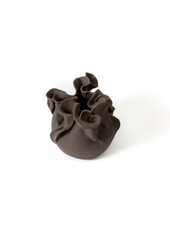 Schwarze Hosta, schwarzes Steinzeug 02