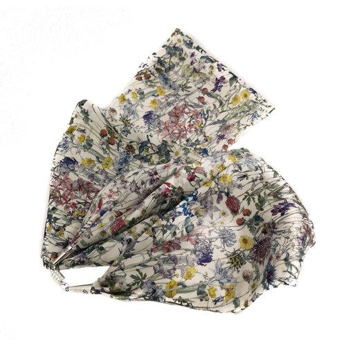 Lady Crow Silks Pañuelo de seda y satén de flores silvestres con cierre magnético en caja