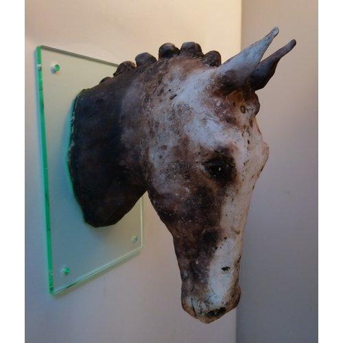 Judy Taylor Cabeza de caballo con melena de pared de trabajo de gres 01