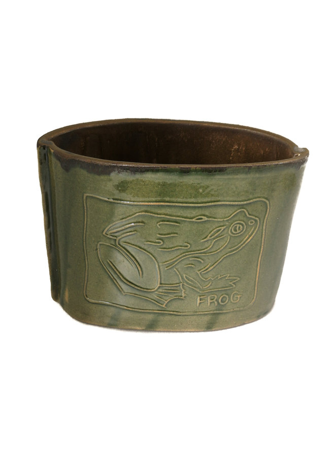 Frosch auf ovaler Vase 29 geätzt