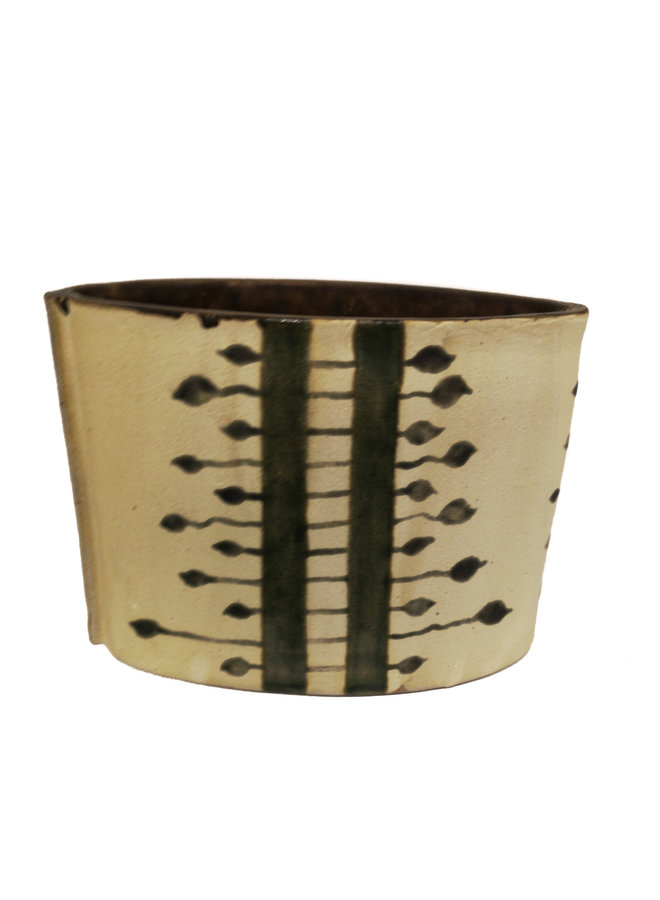 Frog etched on oval vase  28
