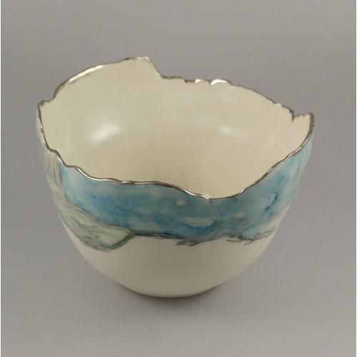 Nicola Briggs Landschaftsschale mit blauem Himmel, Porzellan und Platin 05