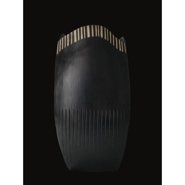 Dreiseitig rauchbefeuerter grauer Tontopf 01