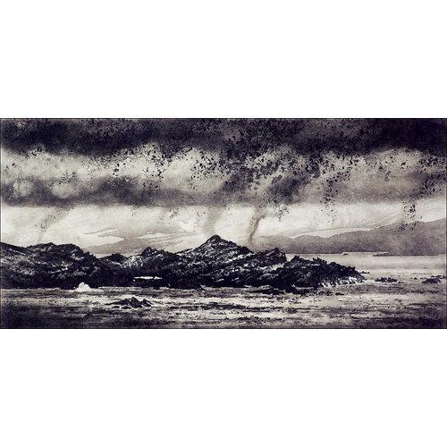 Ian Brooks Nube baja sobre la isla de Signy - grabado 14 enmarcado