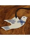 Paloma volando con decoración de hoja de roble 070