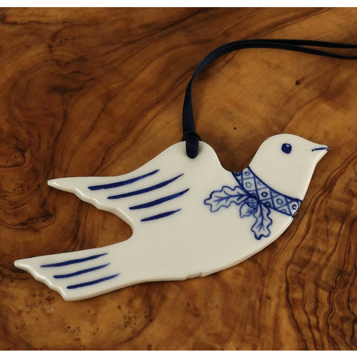 Pretender To The Throne Dove flying with Oak leaf decoration 070