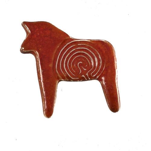 Pretender To The Throne Broche de ceramica estampada moho 101