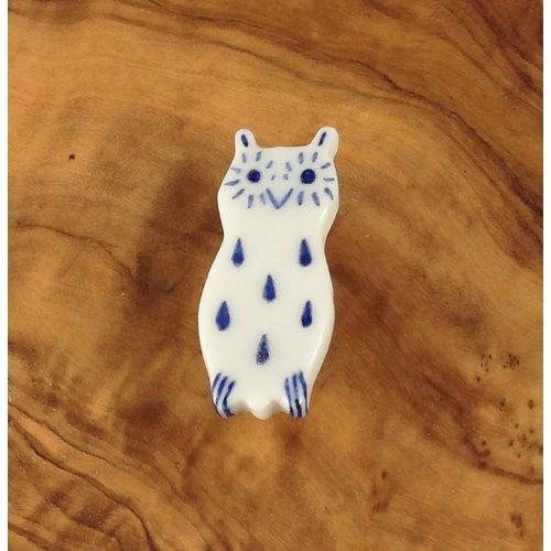 Pretender To The Throne Owl ceramic brooch  077