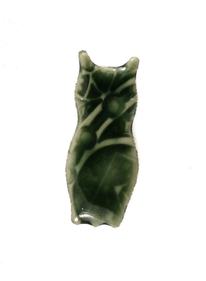 Eulengrüne kleine gestempelte Keramikbrosche 094
