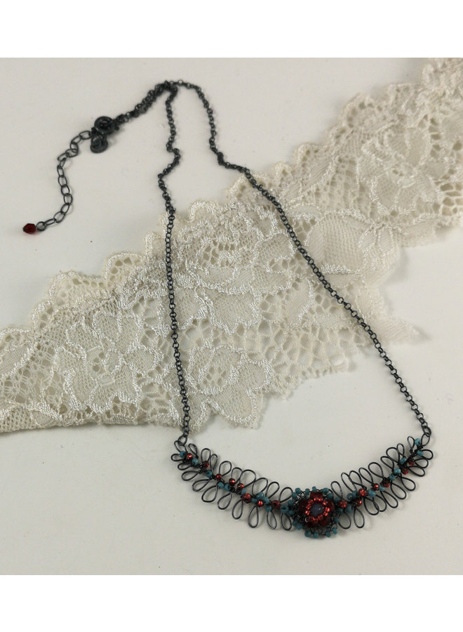 Farn- und Blumenaqua und rote Halskette 02